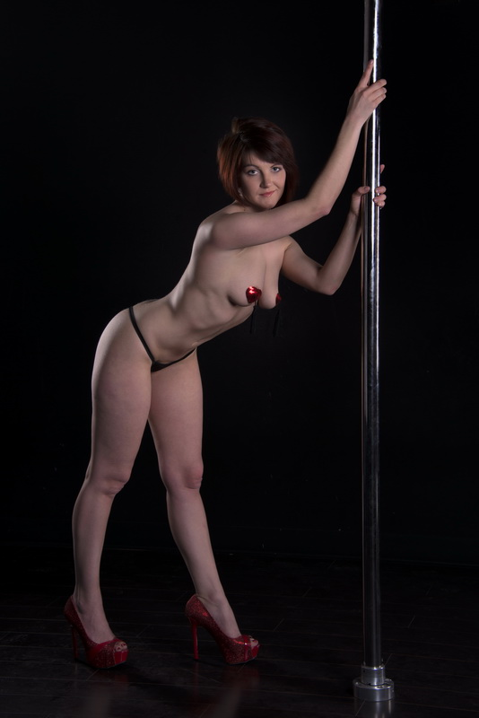 Pole dancer nude